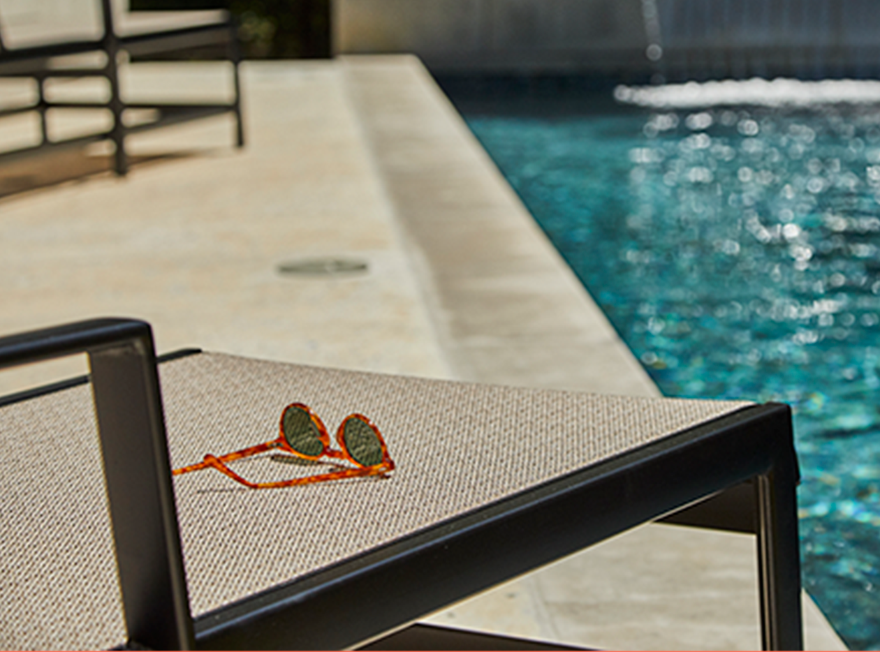 Mallin Sling poolside seating